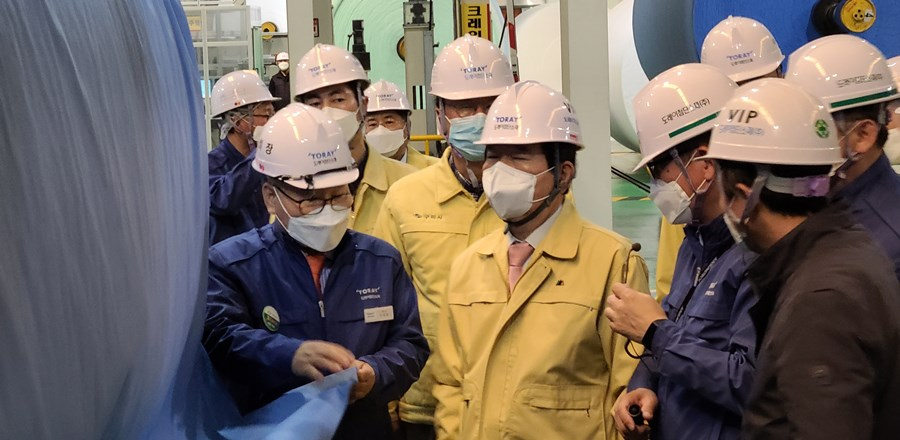 Prime Minister Visited the production site of MB filter for the Mask,